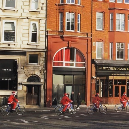 #wadabags London weekend  wonderland. Two-wheeled Santas have arrived in Smithfield today ! #santascomingtotown #winterwonderland #weekendvibes #londontown #christmas