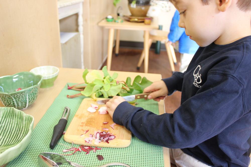 Preparing a vegetable salad