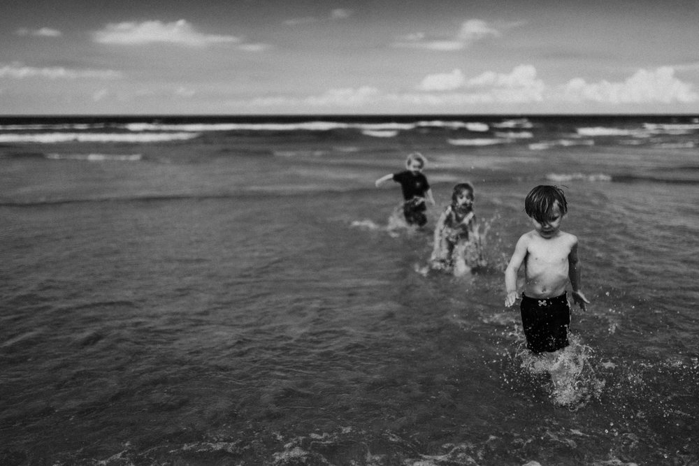 twyla jones photography - kids plalying at the beach in florida-9232.jpg