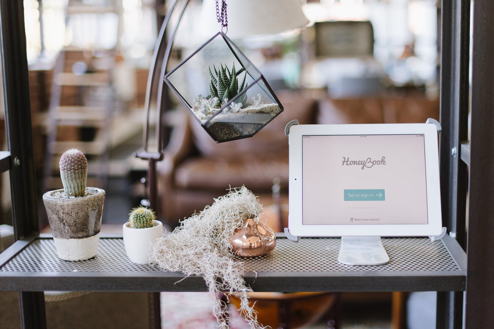 honeybook photographer client management software