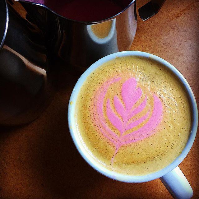 This is a 7oz Triple Shot Pink White Mocha. . . . . . #rancilio #coffee #barista #homebarista #latteart  #mocha #espresso #surjones #photographer #motta #yoga  #crema #portland #maine #207 #207gram #portlandmaine #thewaylifeshouldbe #energy #photographerpatrickjones #tuxton #coffee #espresso