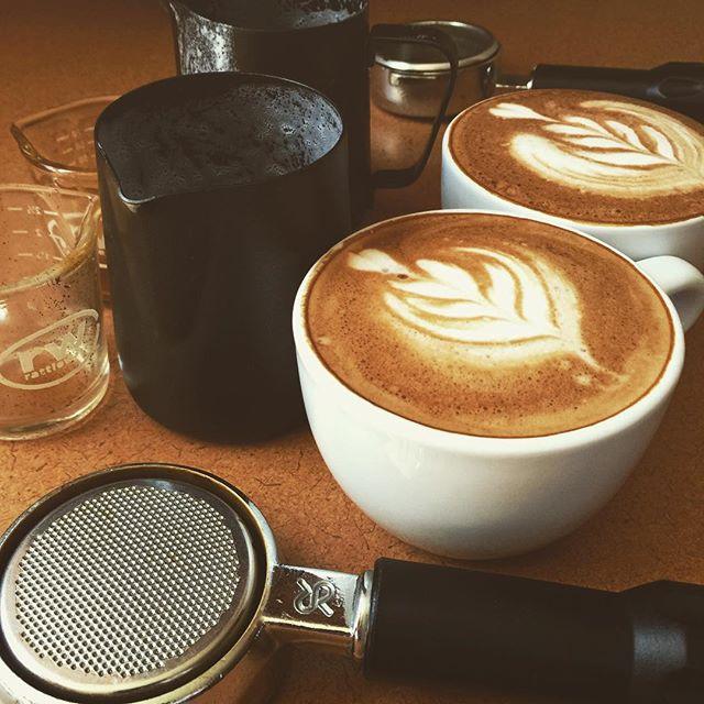 I'm not sure if I'm more addicted to the barista process or the espresso? mug. . . . . . . #coffee #barista #homebarista #latteart  #mocha #snapchat #espresso #photographer #lifeofaphotographer #snapchat #yoga  #crema #portland #maine #207 #207gram #portlandmaine #thewaylifeshouldbe #energy #photographerpatrickjones