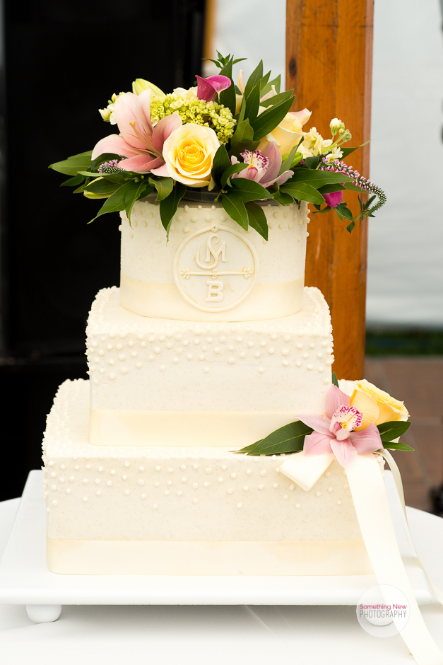 cake-elizabeth-wedding-photographer-in-maine11.jpg
