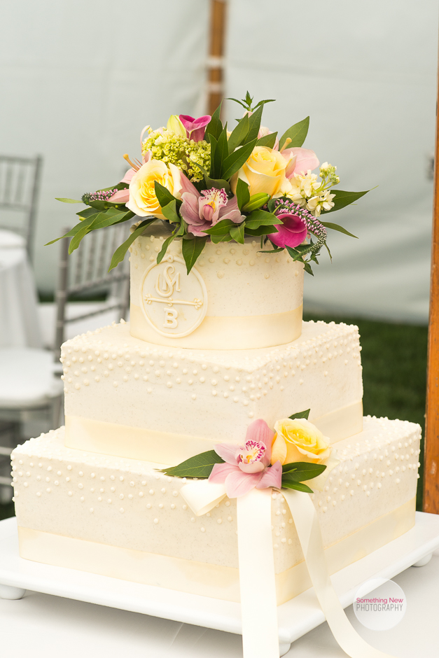 cake-elizabeth-wedding-photographer-in-maine29.jpg