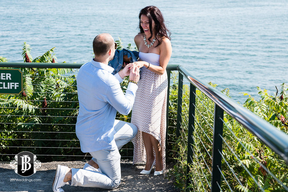 portland-headlight-maine-proposal-photographers-rose-leif-2.jpg