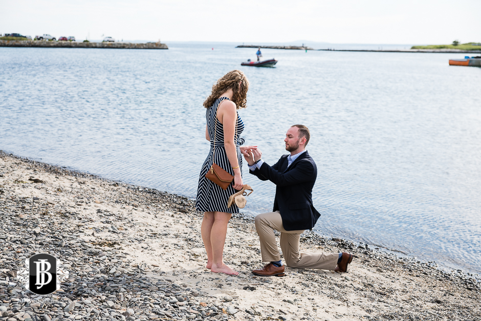 ben-mary-proposal-photographers-kennebunk-maine-1.jpg
