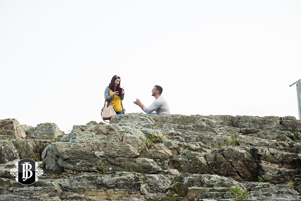 joe-toni-cliff-house-ogunquit-maine-proposal-photographer-1.jpg