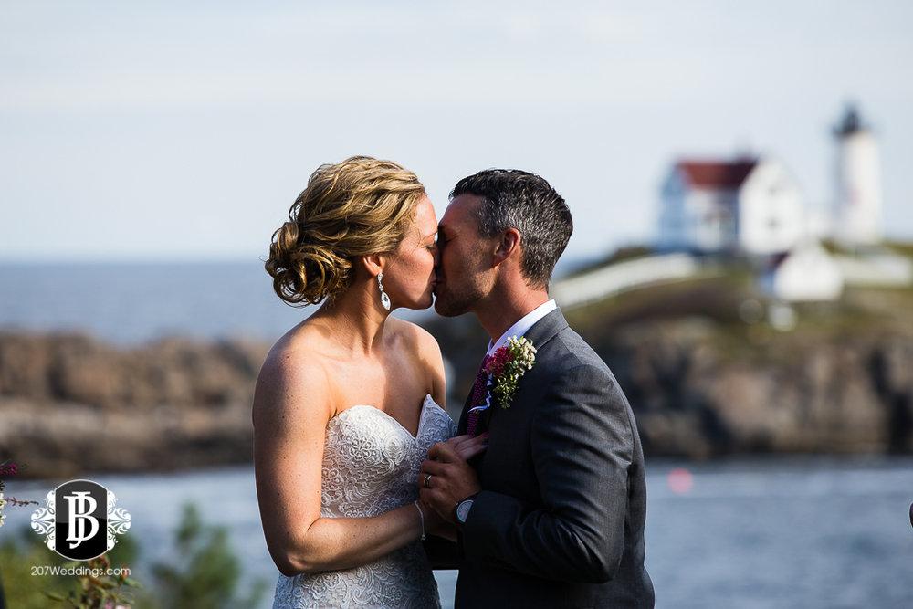 alise-nate-york-maine-wedding-photographer-11.jpg