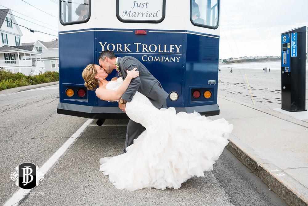 alise-nate-york-maine-wedding-photographer-16.jpg