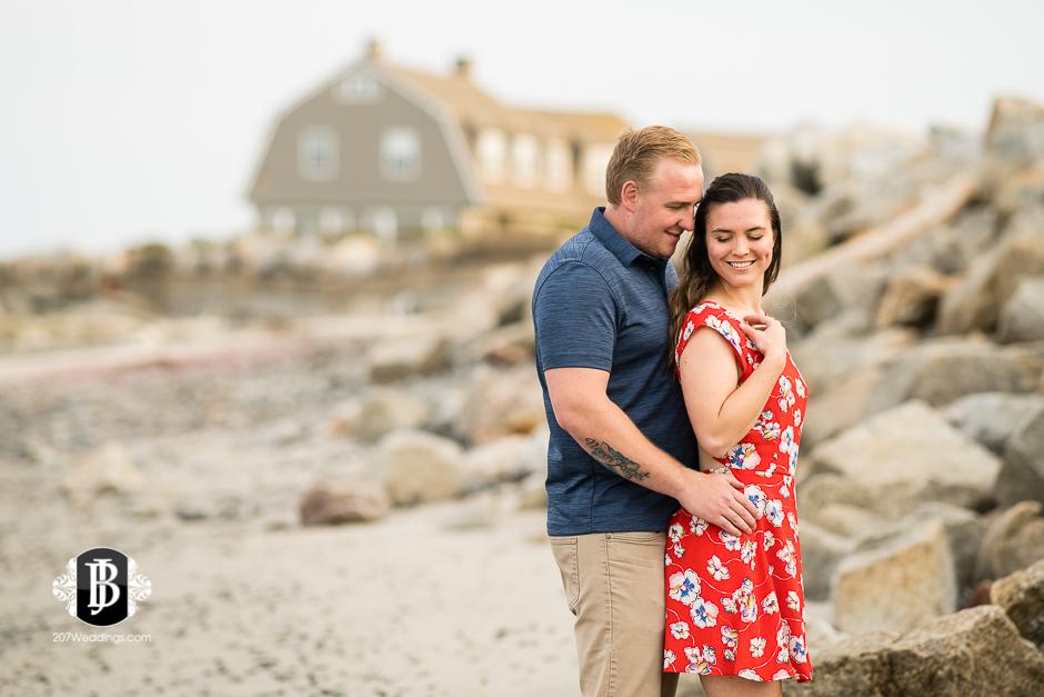 kristin-josh-fortunes-rocks-beach-engagement-photos-biddeford-pool-photographers-2.jpg