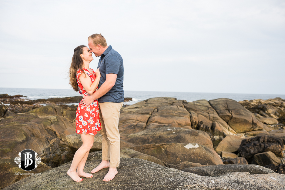 kristin-josh-fortunes-rocks-beach-engagement-photos-biddeford-pool-photographers-1.jpg