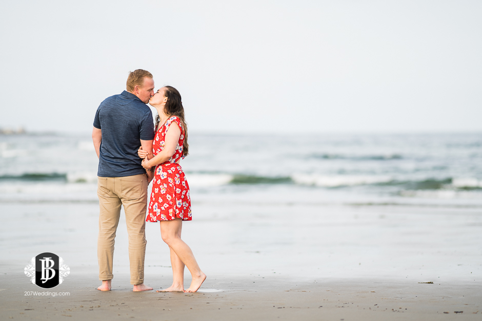 kristin-josh-fortunes-rocks-beach-engagement-photos-biddeford-pool-photographers-4.jpg