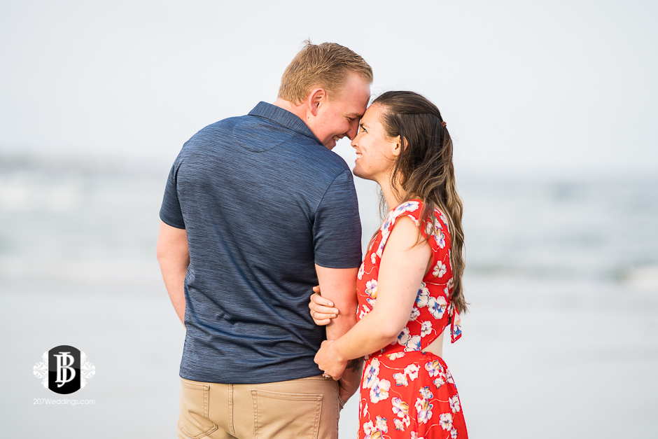 kristin-josh-fortunes-rocks-beach-engagement-photos-biddeford-pool-photographers-5.jpg