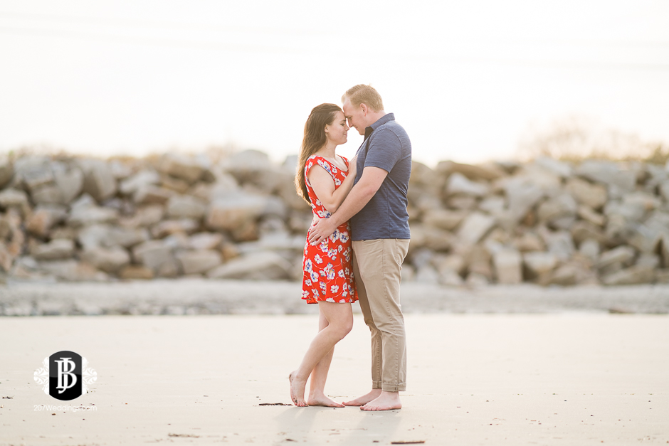 kristin-josh-fortunes-rocks-beach-engagement-photos-biddeford-pool-photographers-6.jpg