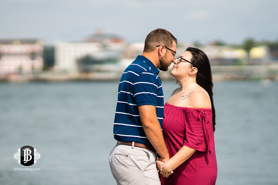 jill-alex-bug-light-portland-maine-engagement-photographers-9.jpg