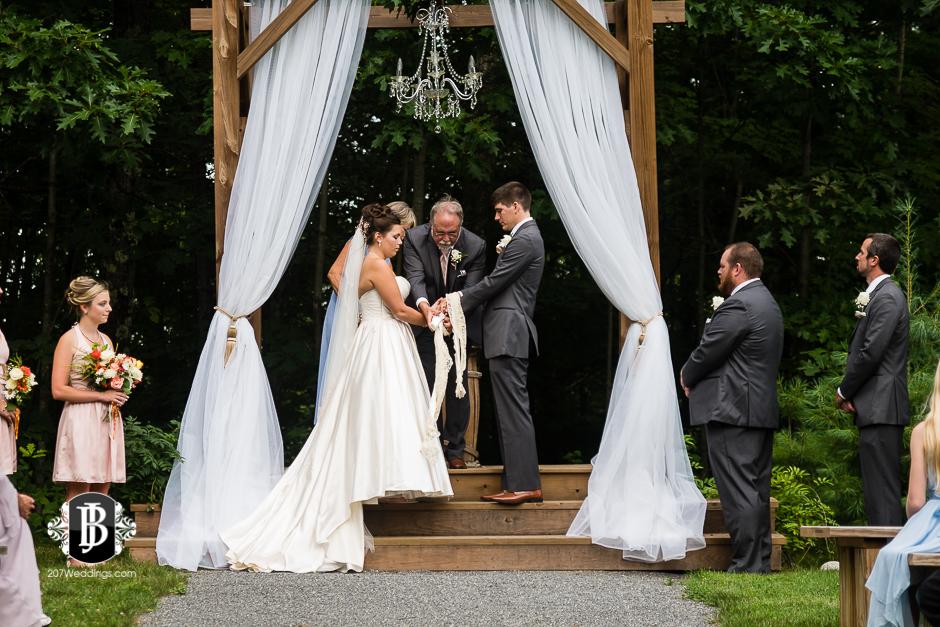 ellie-collin-barn-at-silver-oaks-estate-wedding-photographers-near-winthrop-maine-11.jpg