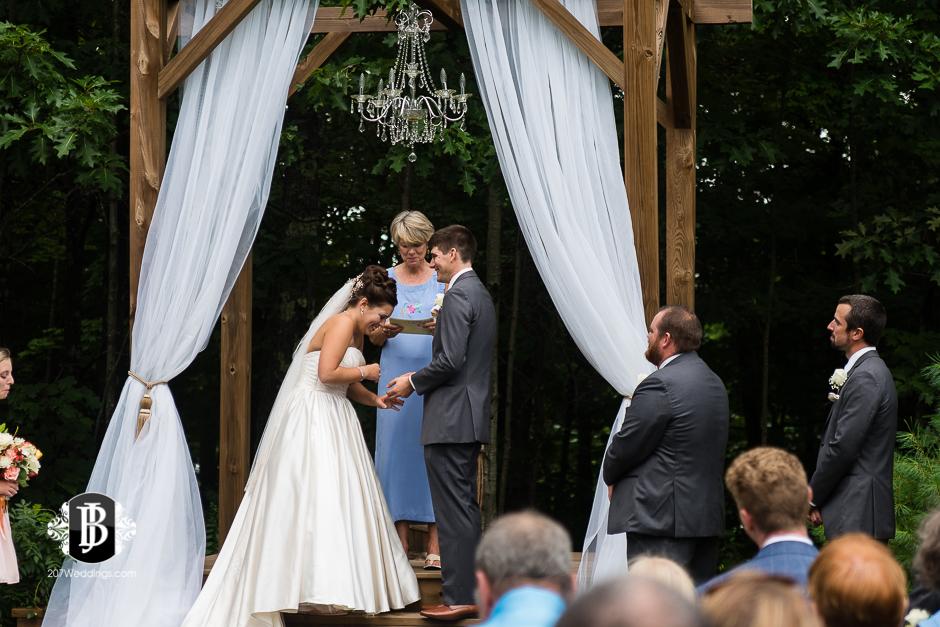 ellie-collin-barn-at-silver-oaks-estate-wedding-photographers-near-winthrop-maine-12.jpg