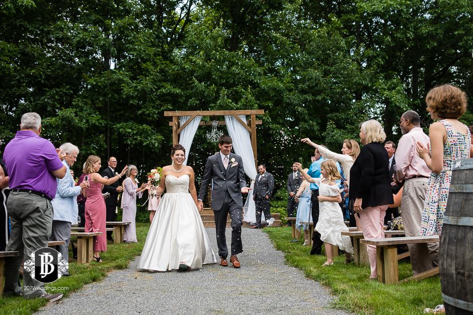 ellie-collin-barn-at-silver-oaks-estate-wedding-photographers-near-winthrop-maine-14.jpg