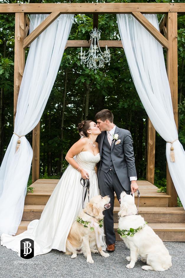 ellie-collin-barn-at-silver-oaks-estate-wedding-photographers-near-winthrop-maine-15.jpg