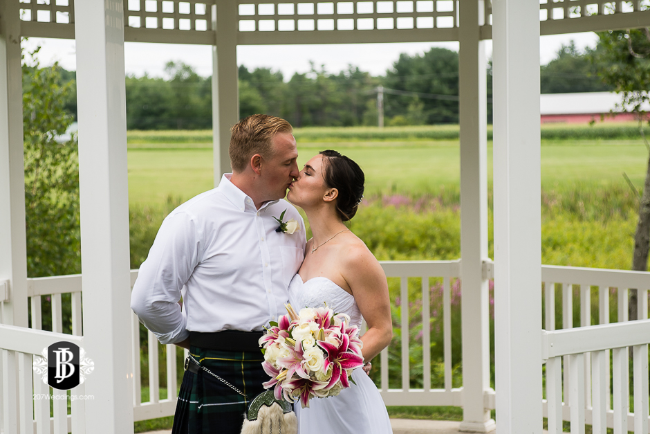 kristin-josh-flaherty-farm-wedding-photographers-near-scarborough-maine-9.jpg