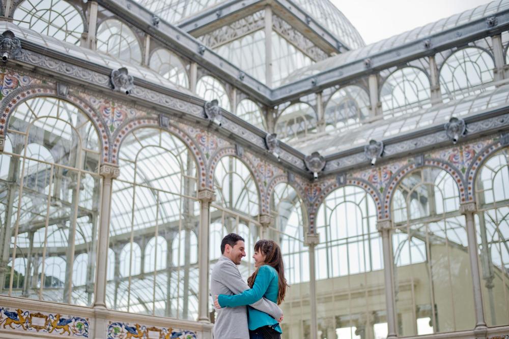 """El Palacio de Cristal  , un edificio singular/   """"Palacio de Cristal"""",   a singular building"""