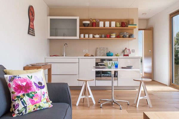 Floating_home_Thames_Ecofloat_kitchen_Design_Hunter.jpg