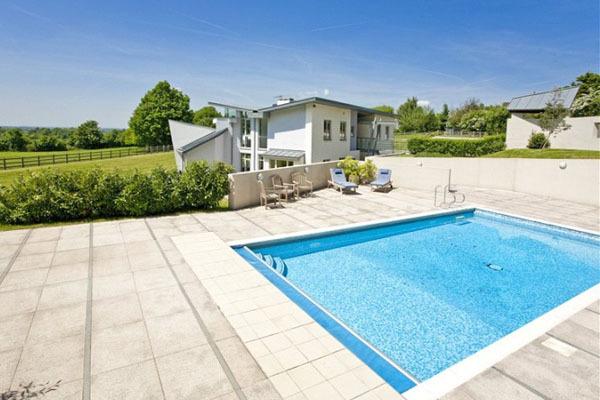 chelsfield swimming pool.jpg