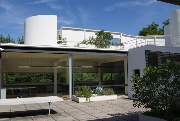 Vila_Savoye_Le_Corbusier_Design_Hunter8.jpg