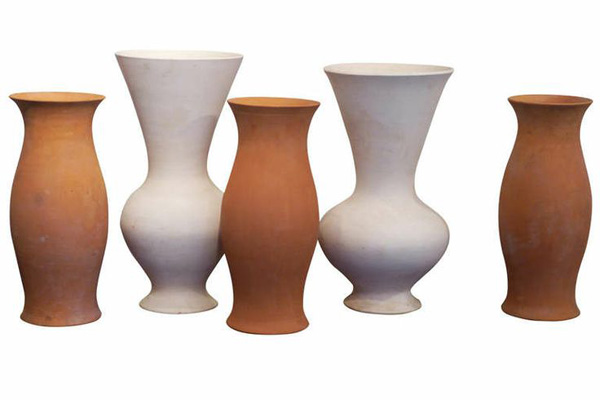 Terracotta_vases_by_La_Roue_Vallaurius_France.jpg