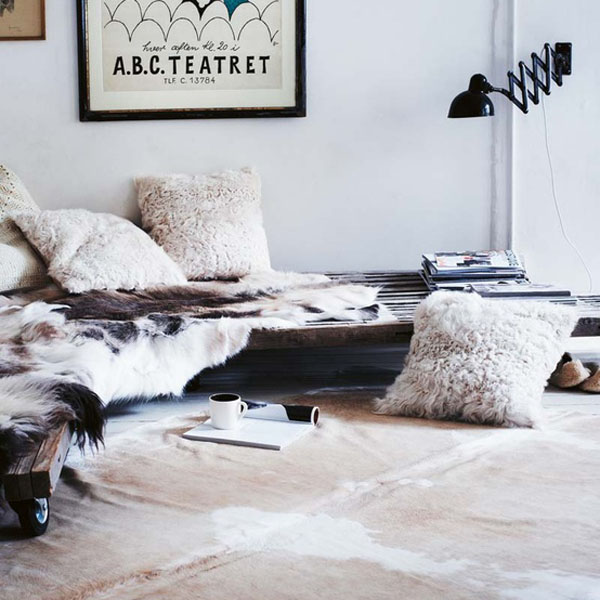 cushions and sheepskin rug Toast AW12