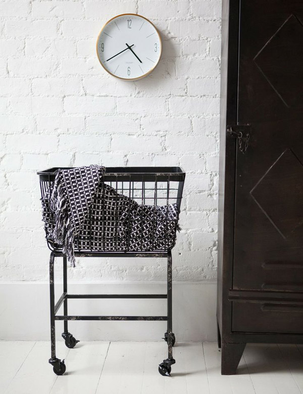 wire_laundry_basket_rose_and_grey.jpg