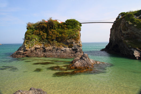 The_house_in-the_sea_suspension_bridge.jpg