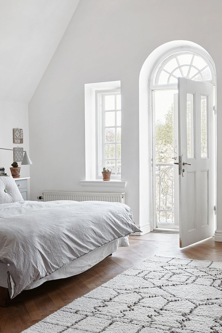 Light white bedroom