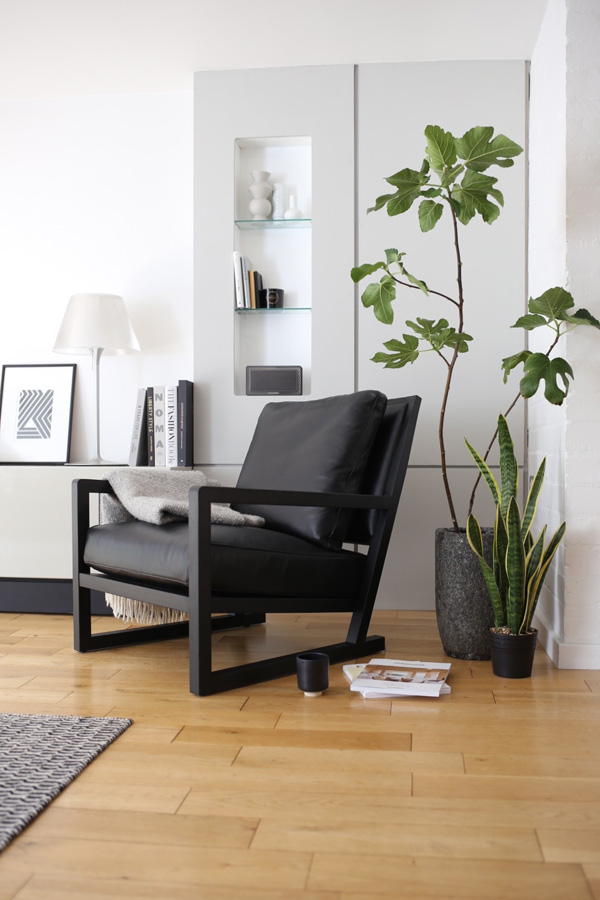 Black leather lounge chair | Design Hunter
