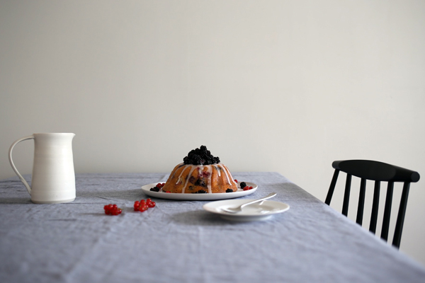 Blackberry bundt cake | Design Hunter