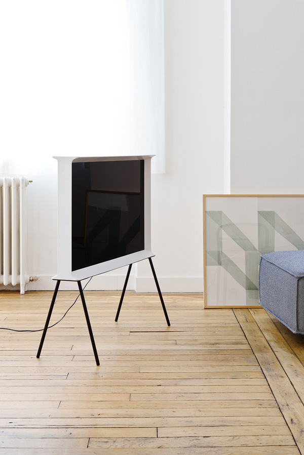 Serif TV by Bouroullec Brothers for Samsung | Design Hunter