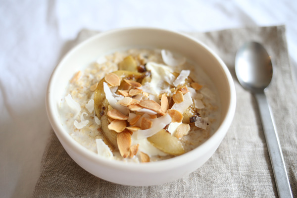 A warming winter breakfast | Coconut and almond porridge with vanilla caramelized pears