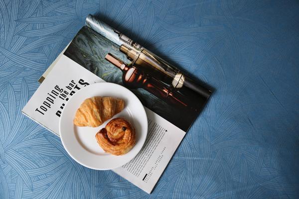 Sunday morning breakfast in bed | Design Hunter