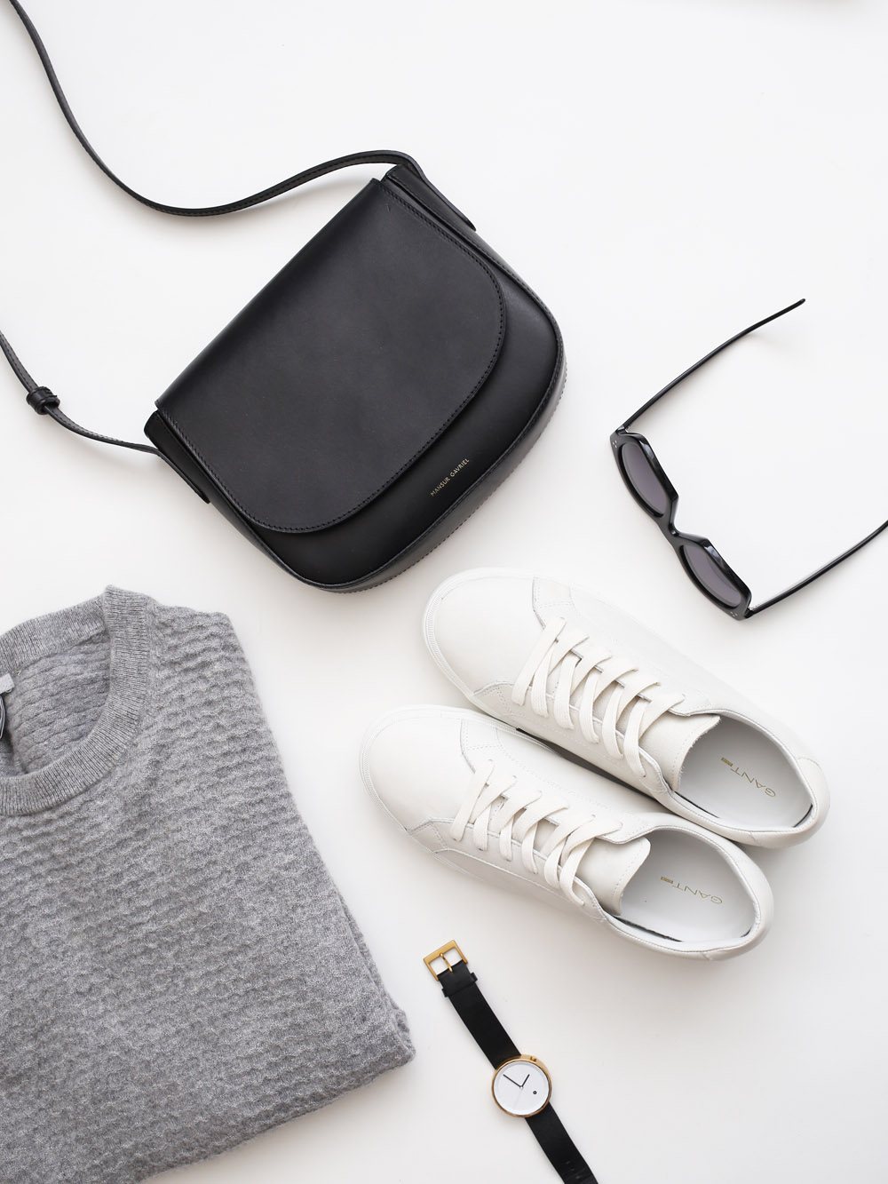 5 minimal monochrome wardrobe essentials | Design Hunter
