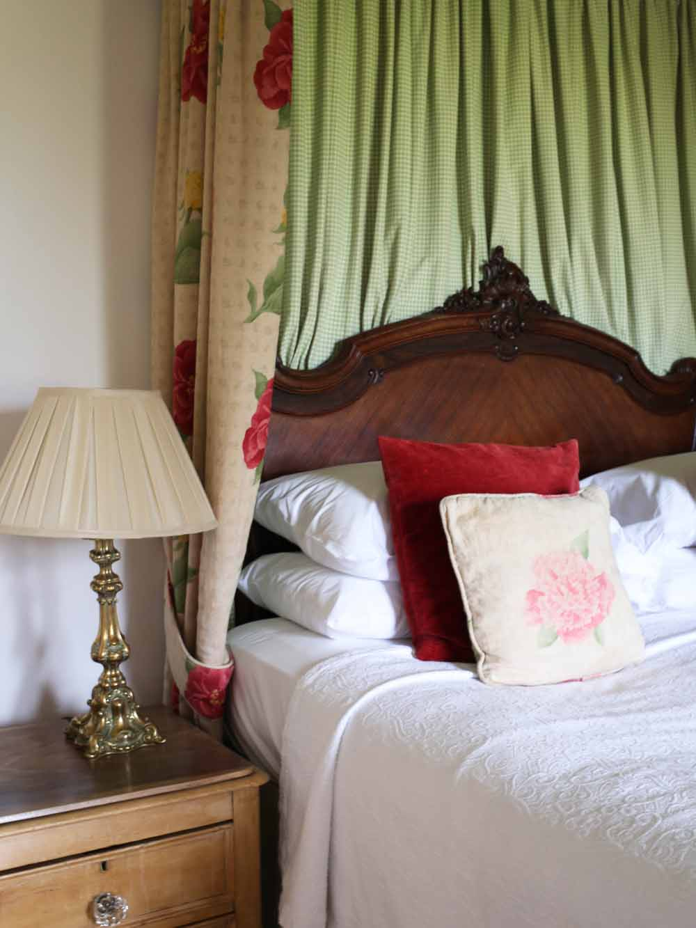 Four poster bed | The Inn at Whitewell
