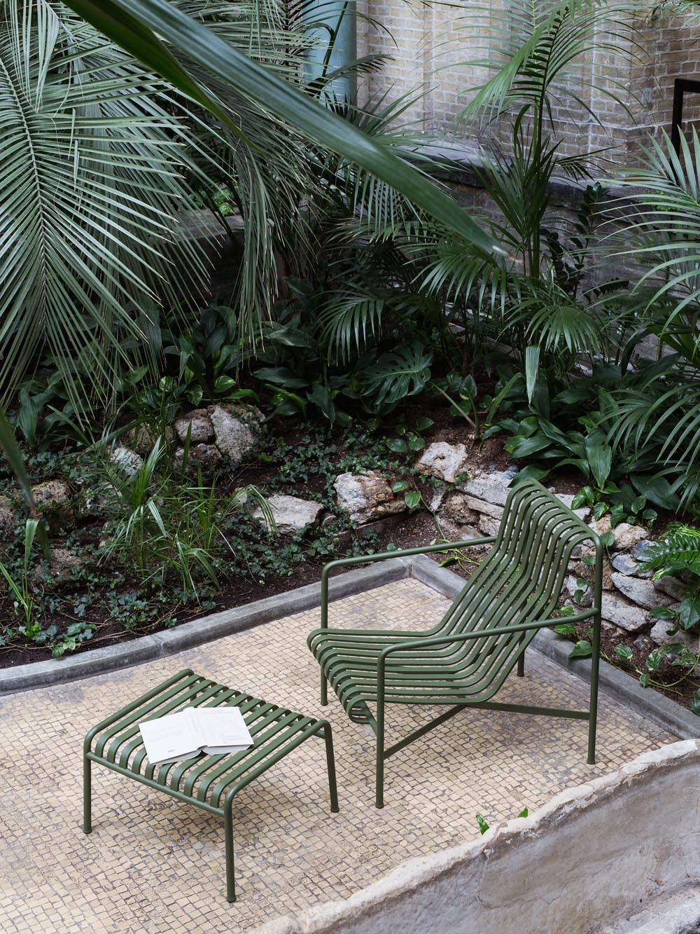 Hay Pallisade garden chair and table | Design Hunter