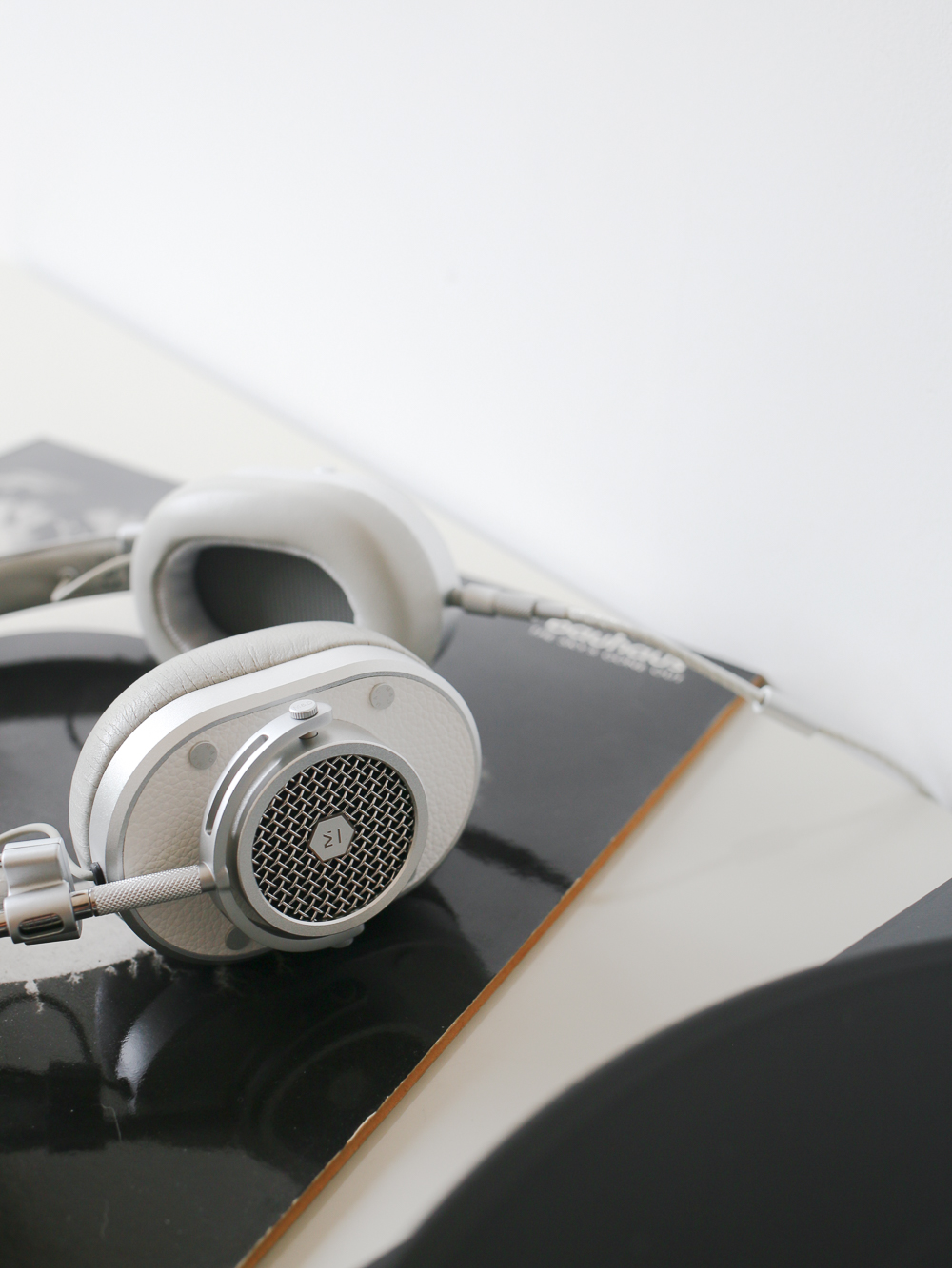 Master & Dynamic MH40 headphones | Design Hunter
