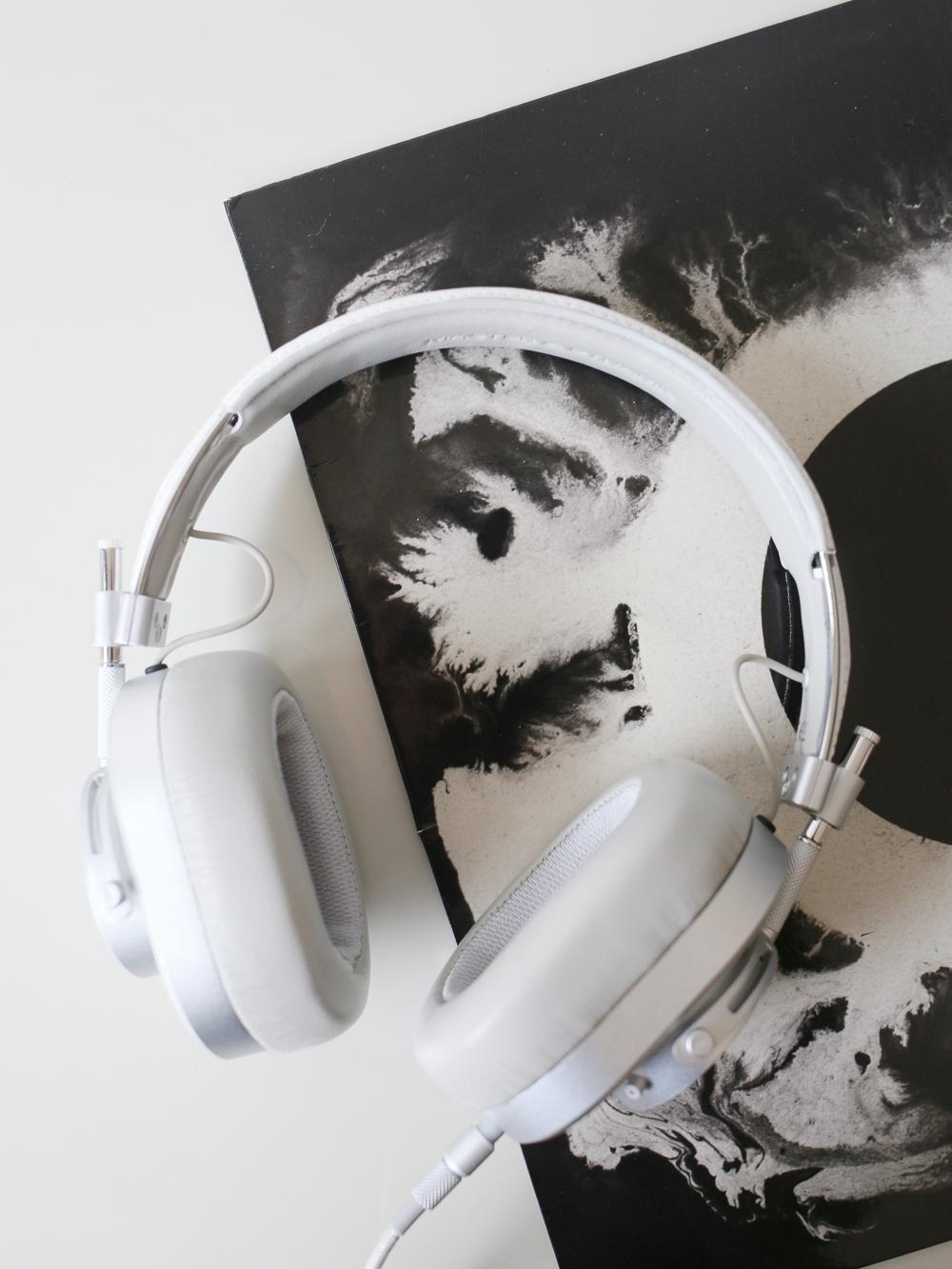 Master & Dynamic MH40 headphones | Design Hunter