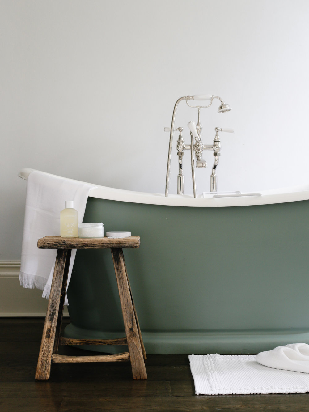 Luxury hotel bathroom at No 38 The Park | Design Hunter