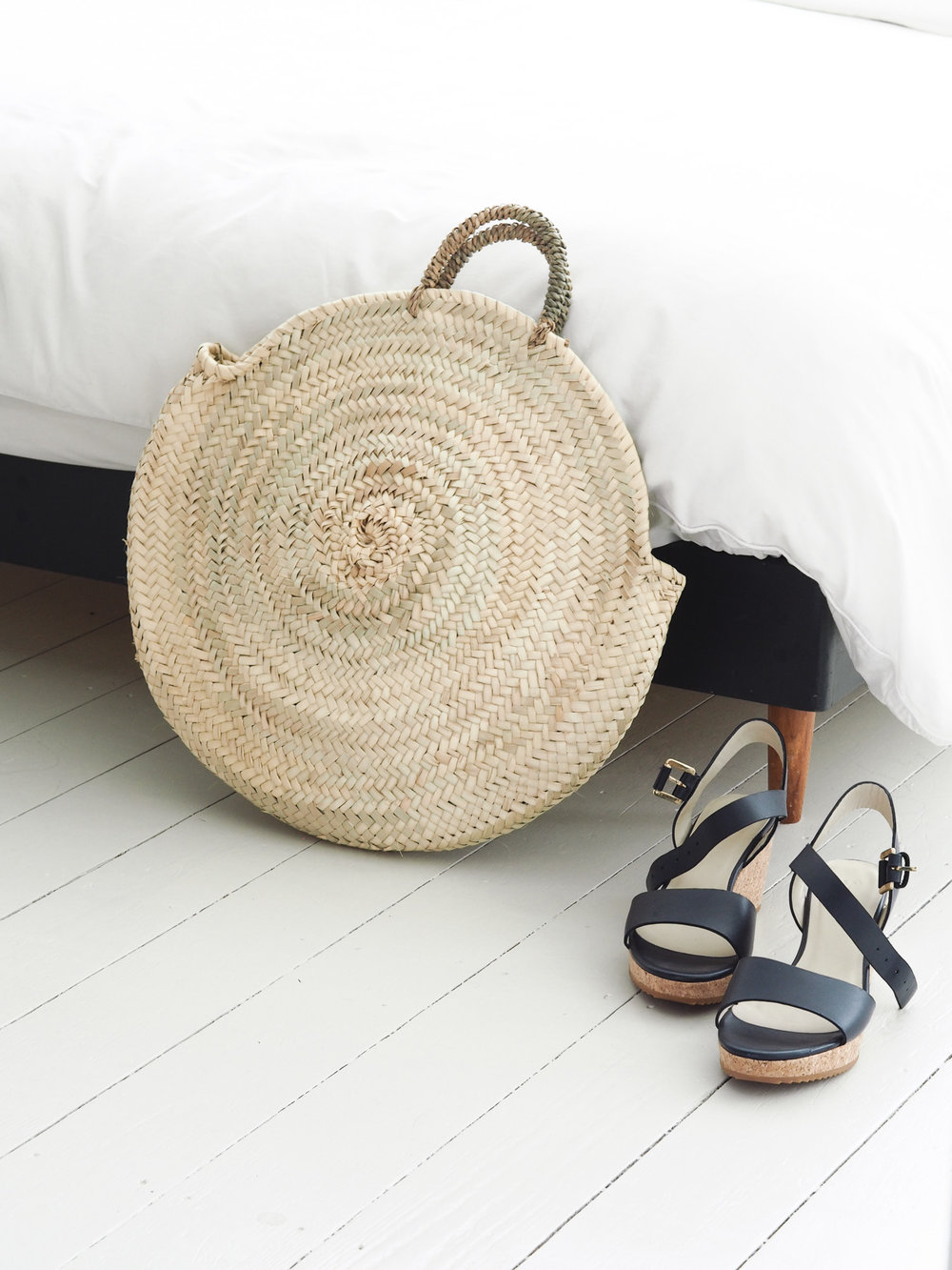 Straw basket and wedge sandals | Design Hunter