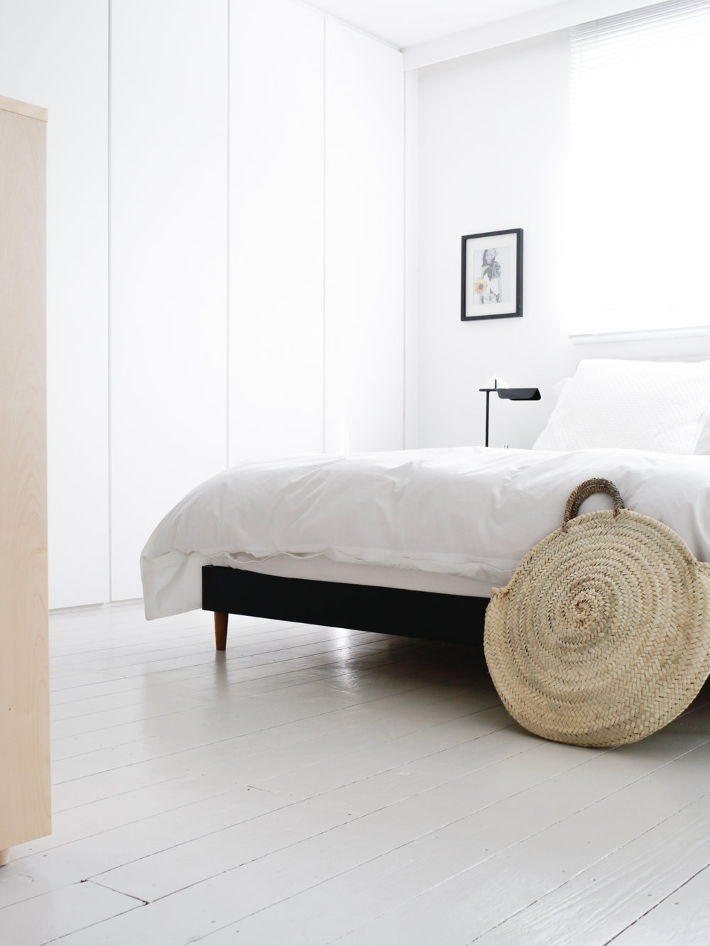 Minimal white bedroom | Design Hunter
