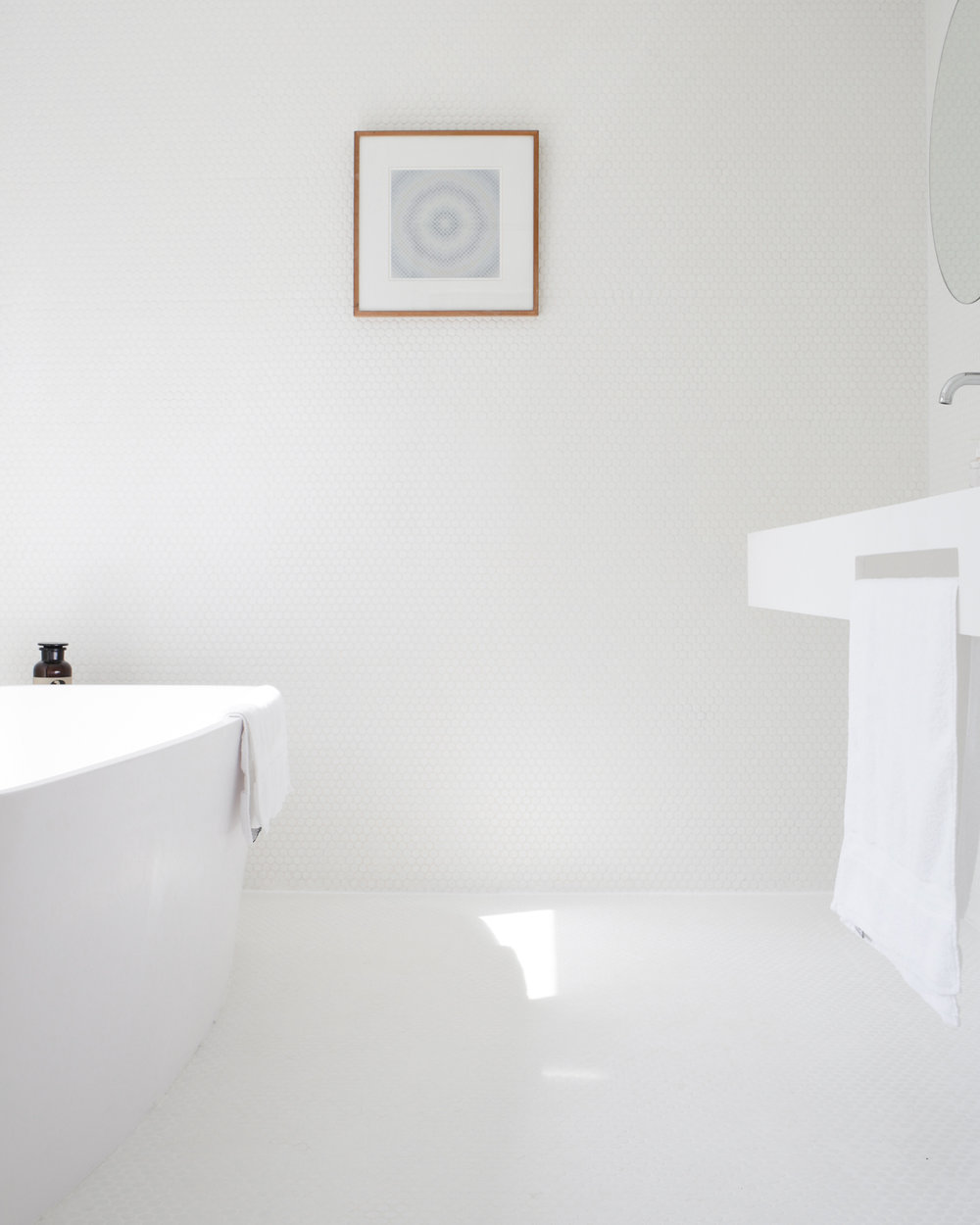 White minimalist bathroom at Five Acre Barn | Design Hunter