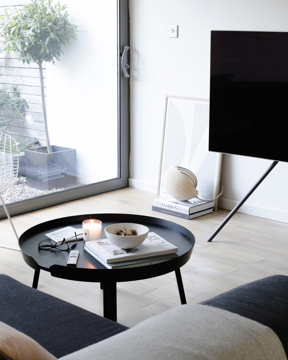 Design Hunter living room with Samsung QLED TV 1500px.jpg