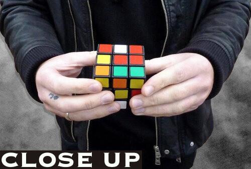 magician liverpool solving rubix cube