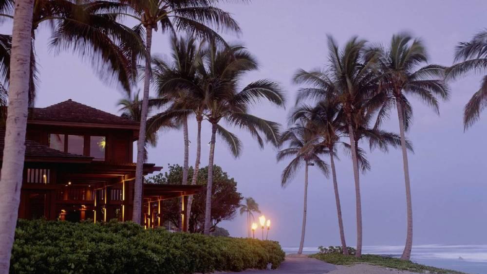 Four-Seasons-Hualalai-night